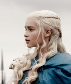 Emilia Clarke Daenerys Targaryen Haar-Tutorial Game of Thrones Emilia Clarke Daenerys Targaryen, Game Of Throne Daenerys, My Sun And Stars, Braided Hairstyles Tutorials, Mother Of Dragons, Models, Wedding Hairstyles, Braids, Hair Beauty