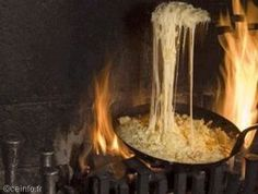 """La truffade est un plat traditionnel de Haute-Auvergne (Cantal) à base de pommes de terre, de fromage de type Salers, assaisonnée avec de l'ail et du sel et accompagnée de salade. Très souvent servie avec du jambon de pays, elle dérive parfois avec des fromages type tome fraîche ou de cantal (jeune).  La truffade se doit normalement d'être servie """"à volonté"""" dans les restaurants, dans une casserole encore chaude posée en milieu de table. Grains, Restaurants, Laguiole, Guide, Tour, Foodies, Food, Ham, Apples"""