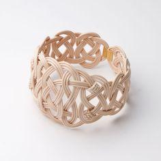 SIRI SIRI ARABESQUE knotted wood bracelet with clasp