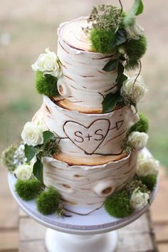 Amazing cake! Great design and would be fantastic for outdoor wedding.