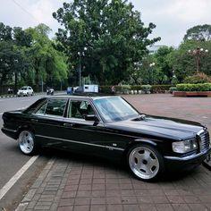 1990 Mercedes Benz 560SEL (W126) Mercedes Amg, Mercedes W140, Mercedes Models, Mercedez Benz, Benz S Class, Classic Mercedes, Maybach, Custom Cars, Cool Cars