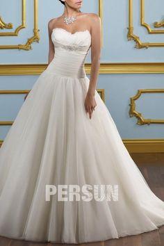 Robe de mariée en organza décolletée en coeur avec plumes et rides – Persun.fr