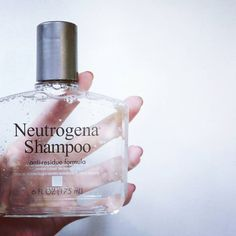 This @neutrogena anti-residue shampoo is perfect for those struggling with build-up on their hair! I personally don't use that much product on my hair, but the hard water in my shower and my naturally oily scalp always leaves my hair looking flat and dirty.  I was looking to try out a new shampoo that would help me out with these issues, but still wouldn't completely dry out my thin and brittle hair and I think I've just found the perfect product. I've been using this once a week to get rid…