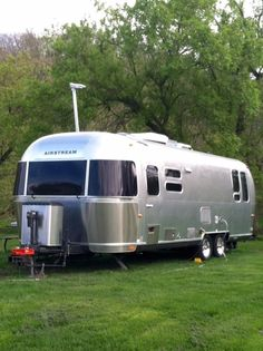 Airstream Travel Trailers RVs for Sale in Minnesota on RVT. With a huge selection of vehicles to choose from, you can easily shop for a new or used Travel Trailers from Airstream in Minnesota Airstream Remodel, Airstream Interior, Vintage Airstream, Vintage Caravans, Camper Renovation, Vintage Trailers, Vintage Campers, Campers For Sale, Rv For Sale