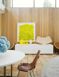 Charlotte Perriand, tubular steel and leather diningchair for Les Arcs, and Poul Kjærholm´s dining table with Cippolino marble top, 1963 by E. Vertical Siding, Charlotte Perriand, Curved Walls, Tubular Steel, Mid Century Modern Furniture, Marble Top, Floor Chair, Dining Table, Dining Rooms