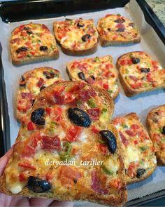 Kahvaltıda hatta beş çaylarında yapabileceğiniz yapımı kolay pizza tadında kahvaltılık ekmeklere ne dersiniz😍😋👌 @deryadan_tarifler… Best Breakfast, Breakfast Recipes, Tasty, Yummy Food, Iftar, Turkish Recipes, Pizza Recipes, Bread Baking, Vegetable Pizza