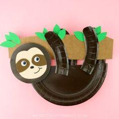 How to Make a Paper Plate Sloth Craft -Free Template! Simple and easy paper plate sloth craft for kids. Panda Bear Crafts, Koala Craft, Giraffe Crafts, Hedgehog Craft, Fox Crafts, Puppet Crafts, Dinosaur Crafts, Paper Plate Crafts For Kids, Animal Crafts For Kids