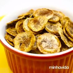 Chips de banana light: petisco perfeito para a dieta - Gourmet Recipes, Snack Recipes, Cooking Recipes, Healthy Recipes, Banana Chips, Healthy Homemade Snacks, Food Print, Healthy Eating, Eating Raw