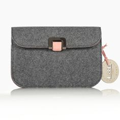 Non-leather Handbags & Accessories designed for the jet-setting go-getter. L&E London is a world of Luxury Multifunctional and versatile Handbags - Ethically Handcrafted in Europe by master craftsman Travel Chic, London Bags, Handbag Accessories, Travel Bags, Leather Handbags, Felt, Shoulder Bag, Luxury, Lady