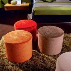 Circular pouf Buffo with wooden frame and fabric upholstery fabric models: fabrics in our catalogue.