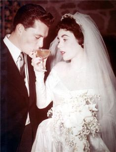 Elizabeth Taylor - Wedding No 1