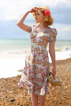 40's fashion..it was so pretty! I would love to dress like this
