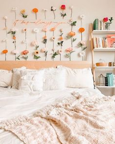 Bohemian Style Ideas For Bedroom Decor Design Cute Room Ideas, Cute Room Decor, Flower Room Decor, Decoration Inspiration, Room Inspiration, Decor Ideas, Room Ideas Bedroom, Bedroom Decor, Bedroom Inspo