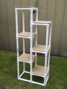 Cat tower pic sent in by one of our customers made with PVC pipe, Ltee connectors and 3 ways. Come and have a look at more of our… Pvc Pipe Crafts, Pvc Pipe Projects, Diy Projects Cans, Garden Projects, Diy Home Crafts, Diy Home Decor, Pvc Pipe Furniture, Diy Cat Tower, Diy Décoration