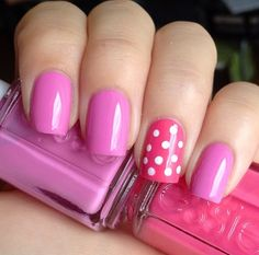 SaintBella Beauty - smink och naglar: One nail polka dot mani med Essie Cascade Cool och Off The Shoulder.