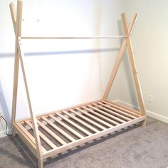 Bed in corner Full Size TeePee Bettrahmen Made in US Plywood Furniture, New Furniture, Bedroom Furniture, Bedroom Decor, Furniture Design, Furniture Removal, Furniture Stores, Discount Furniture, Diy Lit