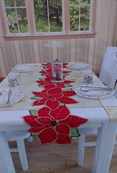 Houseplants for Better Sleep Poinsettia Table Runners Christmas Wikii Table Runner And Placemats, Crochet Table Runner, Table Runner Pattern, Quilted Table Runners, Christmas Runner, Felt Christmas Decorations, Easter Table Decorations, Decoration Table, Christmas Sewing