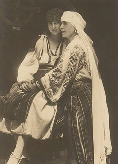Queen Marie of Romania and her daughter, Princess Ileana. The Royal Family wore the traditional outfits in order to integrate with their adopted country of Romania. Queen Marie was one of the strongest and most visionary ambassadors of the Romanian Blouse Princess Victoria, Queen Victoria, Folk Costume, Costumes, Romanian Royal Family, Folk Embroidery, Embroidery Stitches, Embroidery Designs, Queen Mary