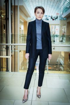 winter office outfit, winter office style, business style, pantsuit, turtleneck, snakeskin heels, power dressing, corporate style