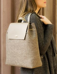 Felt and leather BACKPACK by anonimaMente design