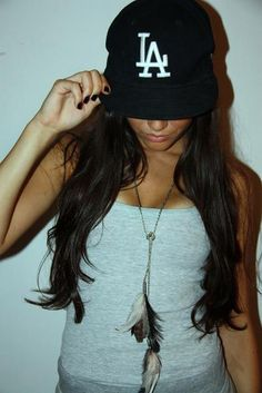 Girl Fashion, Fashion Outfits, Pretty Girl Swag, Stylish Hats, Hip Hop, Caps For Women, Girl With Hat, Swagg, Dress To Impress