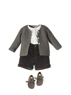 Dotted blouse, denim shorts and grey cardigan - Nanos Little Boy Fashion, Baby Boy Fashion, Toddler Fashion, Kids Fashion, Fashion Moda, Look Fashion, Baby Boy Outfits, Kids Outfits, Little Fashionista