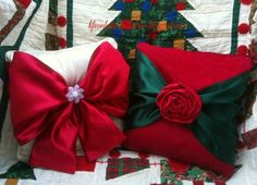 Easy No Sew Christmas Pillows - Was just thinking I need to do this for Christmas, last night :)