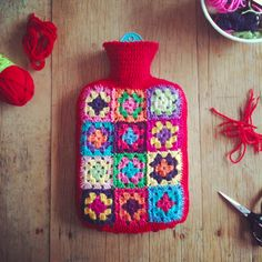 In recent weeks I have been trawling the net, looking for a crocheted granny square hot water bottle cover pattern to no avail. Crochet Home, Crochet Gifts, Easy Crochet, Free Crochet, Knit Crochet, Crochet Granny, Modern Crochet, Crotchet, Granny Square Projects