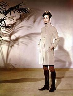 Wait Until Dark (1967) Style Audrey Hepburn, Audrey Hepburn Photos, Audrey Hepburn Charade, Aubrey Hepburn, 70s Fashion, Trendy Fashion, Vintage Fashion, Fashion Outfits, Vintage Style
