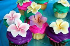 Ideas Bridal Shower Cake Fondant Flower Cupcakes For 2019 Hawaiian Luau Party, Hawaiian Birthday, Luau Birthday, Birthday Parties, Hawaiian Cupcakes, Luau Cupcakes, Hawaiian Theme, Tropical Cupcakes, Mocha Cupcakes