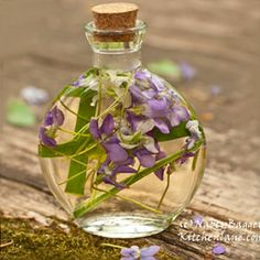 Nancy Baggetts Kitchenlane: Beautiful Violet-Herb Vinegars--Easy, Spectacular Gifts from the Kitchen (and Garden)