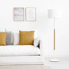 Duo lámpara de pie / ¡El auxiliar perfecto!  Duo, una bonita lámpara de de pie de estilo nórdico que combina madera y blanco, super práctica y cómoda para utilizarla como punto de luz auxiliar.  *Bombilla no incluida (E27) Console Table, Dining Room, Couch, Throw Pillows, Bed, Furniture, Home Decor, White Lamps, White Fabrics