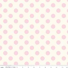 Riley Blake Designs - Le Creme Basics - Medium Dot on Cream in Baby Pink (lakens voor toddler bed)