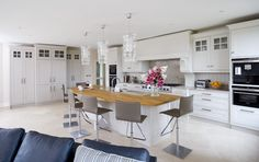 Beautiful white painted kitchen with Island!!!