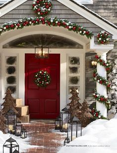 Uplift the décor of your porch with these chic Christmas porch decoration ideas. The outdoor Christmas décor inspiration in the gallery offers inputs for a complete porch Holiday makeover. Christmas Time Is Here, Merry Little Christmas, Noel Christmas, Winter Christmas, Christmas Wreaths, Christmas Design, Christmas Entryway, Pottery Barn Christmas, Exterior Christmas Lights