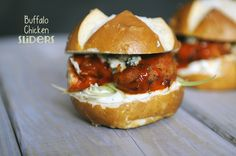 Hearty buffalo chicken sandwiches are just the ticket when you want something spicy, crispy and big on robust flavors. Easy Delicious Recipes, Yummy Food, Yummy Yummy, Breakfast Lunch Dinner, Breakfast Recipes, Buffalo Chicken Sandwiches, Wrap Sandwiches, Tasty Dishes, Chicken Recipes