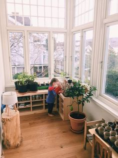 A peek inside Michelle, Victor and Cara's Montessori-style home in Norway Cara watering the plants Montessori Toddler Rooms, Montessori Bedroom, Montessori Homeschool, Montessori Practical Life, Home Daycare, Learning Spaces, Kids Learning, Home Design, House Tours