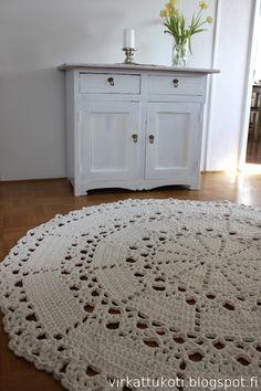 Ravelry: Aurora rug pattern by Susanna Rantasalo Crochet Doily Rug, Crochet Carpet, Crochet Blanket Patterns, Crochet Home Decor, Crochet Crafts, Crochet Projects, Cortinas Country, Romantic Shabby Chic, Types Of Craft