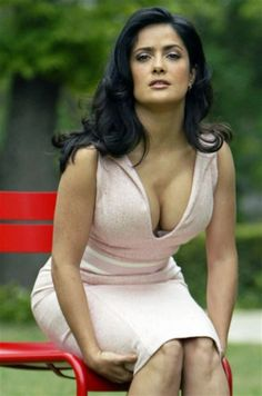 Salma Hayek is one of the best dressed celebrities. By the way, Salma Hayek dress is a cute idea for casual wear. Beautiful Celebrities, Gorgeous Women, Salma Hayek Bikini, Divas, Salma Hayek Pictures, Picture Collection, Hollywood Actresses, Sexy Women, Portrait