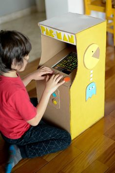 The latest and greatest ways to repurpose cardboard into creative toys!