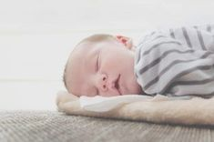 Getting the right amount of sleep is important for your baby to stay healthy. The right environment for your baby to get enough sleep. There are several ways to teach a baby to sleep. Here are some tips to help your baby sleep in the right way. Rem Sleep, Go To Sleep, Baby Sleep, Sleep Well, Baby Growth Spurts, Couches, Bodies, Sleeping Boy, Sleeping Facts