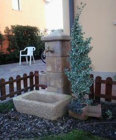 Fontana da giardino pilastrello, finitura: old stone. Località: Vighizzolo (Padova).