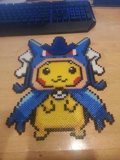 Pikachu dans un Hoodie Gyarados Basé de / u / 's Sprite qui a été inspiré par / u / Aadlez' Llama-Dieu Sprites s