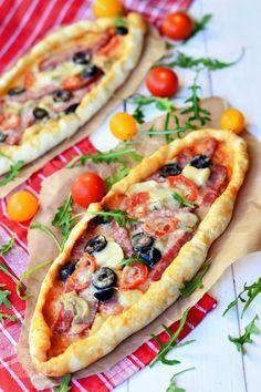 Pizzette cu salam FoodBlogs.com