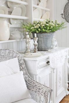 30 Chic Home Design Ideas - European interiors. The Best of shabby chic in - Luxury Interior Design White Cottage, Shabby Chic Cottage, Vintage Shabby Chic, Shabby Chic Homes, Cottage Style, Vintage Decor, Deco Boheme Chic, Vibeke Design, Cottage Living