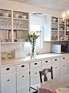Stunning Small Cottage Kitchens Decorating Ideas 11