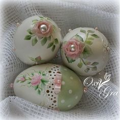 Easter Eggs - ideas from the Internet Egg Crafts, Easter Crafts, Diy And Crafts, Spring Crafts, Holiday Crafts, Carved Eggs, Easter Egg Designs, Easter Parade, Egg Art