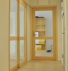 Vi har i en årrekke levert dørblader og dørfelt til mange av landets glassveggprodusenter. Såle- des har vi svært mye kunnskap og erfaring på dette området. Foruten alle standard produkter og løsninger, kan vi ofte imøtekomme kundenes ønsker om spe- sialtilpassede løsninger.