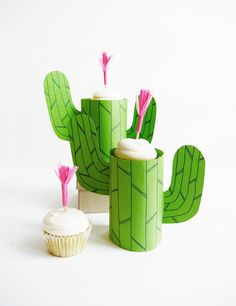 If you love cacti, try these 30 cactus inspired DIY projects! Crafts like this DIY Mini Cupcake Cactus Stand is perfect for summer party decorating. Try it this weekend with your friends! Kaktus Cupcakes, Cactus Craft, Cactus Diys, Mini Cactus, Cactus Flower, Diy Piñata, Anniversaire Cow-boy, Festa Toy Store, Wild West Party