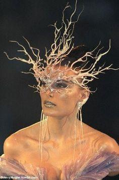 Thierry Mugler Mask for my glasses: deguisement de lunettes! Costume Carnaval, Michel De Montaigne, Masquerade Party, Masquerade Masks, Carnival Masks, Venetian Masks, Thierry Mugler, Beautiful Mask, Ice Queen